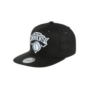 미첼엔네스 뉴욕 닉스 스냅백, MitchellandNess NEWYORK KNICKS SNAPBACK - BLACK/WHITE